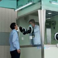 【武漢肺炎】台灣工研院發表猶如「金鐘罩」的「正壓式檢疫亭」 採檢醫師僅需戴口罩、無須穿防護衣