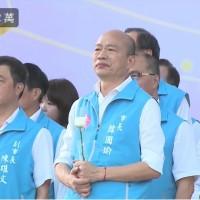 台灣高雄市長韓國瑜執政團隊11日舉行告別音樂會 持白玫瑰追悼許崑源議長
