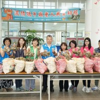 Taiwanese woman donates 1,000 sticky rice dumplings to elderly in Hsinchu County