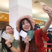 【媽!我終於出國了】台灣松山機場偽出國體驗首梯「華航遊」 民眾超開心