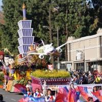 武漢肺炎疫情衝擊下 美國加州玫瑰花車遊行明年元月停辦