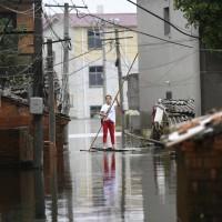 經濟損失上千億人民幣 中國官媒卻「萌化」洪災遭網民痛罵