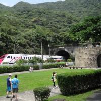 台鐵郵輪式列車精選旅程玩遍台灣 台東日升之鄉迎接2021第一道曙光