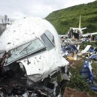印度撤僑飛機大雨中降落釀空難 26名協助救難居民確診武漢肺炎