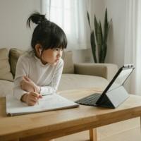 孩子長時間使用手機和電腦 致社交能力差? 美國研究:其實影響不大?!
