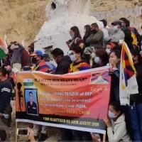 中國氣到哭著跑走! 印度軍方為陣亡藏族士兵送行、棺槨覆蓋雪山獅子旗