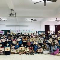 台灣廉政宣導玩創意 學童用蝶古巴特拼貼彩繪作品