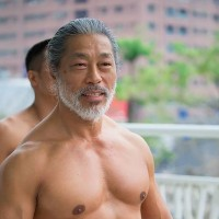 Taiwanese bodybuilding champion encourages elderly to take up weight training