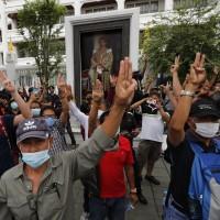 要求限縮泰王權力   泰國學運3萬名示威者聚集大皇宮前高喊改革