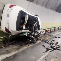 Drunken man drives Mercedes on wall of Taiwan tunnel