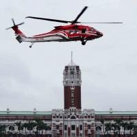 台灣雙十國慶總統府前預演 內政部空勤「黑鷹直升機」雨中試航