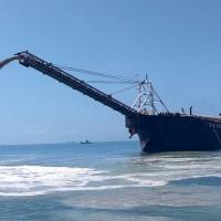 中國非法抽砂船又來! 海巡以小搏大火速逮捕、逼回填砂石1800噸