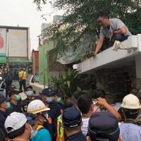 【更新】台灣交通部鐵道局凌晨奇襲強拆3拒遷戶 終結台南「鐵路地下化」逾9年抗爭?!
