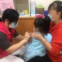 【更新】台灣衛福部17日起暫緩50至64歲「無高風險慢性病」成人接種公費流感疫苗 呼籲幼童盡快施打以免向隅