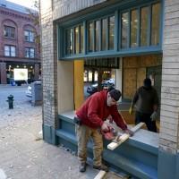 【美國2020總統大選】選情緊張 華府西雅圖多地商家釘木板封店自保、擔心選後動亂