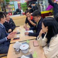 台灣行政院「萊牛」風波發言人親赴道歉 遭踢爆用公帑下訂百碗牛肉麵