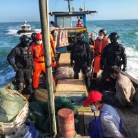 Taiwan coast guard seizes trespassing Chinese fishing boat