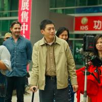 台灣金馬影帝莫子儀拄拐杖驚呆眾人 火速開拍新片《溟溟》獲好萊塢影人助陣