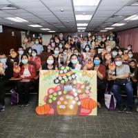 移民署臺北站邀新住民過感恩節 送口罩提醒12月台灣秋冬最新防疫政策