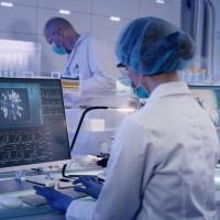香港研發新冠病毒噴鼻式疫苗 預計12月臨床試驗