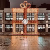 【光影展演】北台灣松菸13公尺高「禮物盒」燈光裝置 慰勞2020辛勞•迎接嶄新牛年