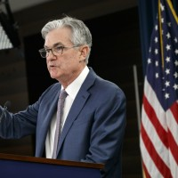 Fed sees dim economic outlook as virus squeezes economy