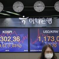 Asia shares up ahead of China holiday, presidential debate