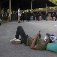 Migrant caravan faces roadblocks in Guatemala