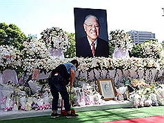 Woman vandalizes memorial of late Taiwan president Lee Teng-hui