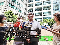 New Taipei City mayor defends referendum on US pork