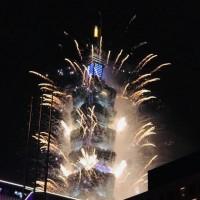 新特效加持!台灣101煙火璀璨壯觀 直播全球「向所有防疫英雄致敬」