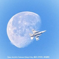 Photo of the Day: Taiwan F-16 eclipses moon