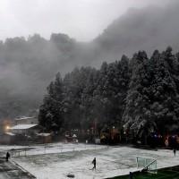 北台灣新竹尖石鄉後山飄雪 3所國小停班停課一天