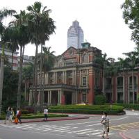 台灣疫情升溫嚴防院內感染 台大醫院宣布新探病規範