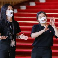 台灣康匠推出「透明口罩」減少溝通障礙 首批捐贈兩廳院、台北市啟聰學校