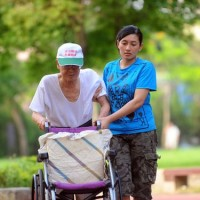 Foreign caregivers in Taiwan work 10.5 hours per day, earn less than NT$20,000 a month