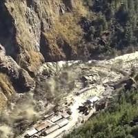 喜馬拉雅山冰川崩裂 洪荒之力摧毀印度村莊怵目驚心【影】