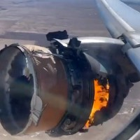 「我以為我們完了」 美國客機引擎爆炸 碎片空降民宅好駭人