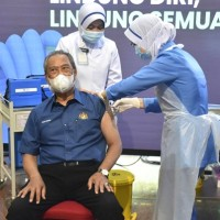 Malaysia launches COVID-19 vaccination drive as PM gets first shot