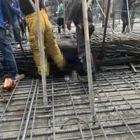 【突發新聞】南台灣高雄美術館特區工地鋼筋倒塌壓5人•1死4輕重傷 市府勒令停工並開罰