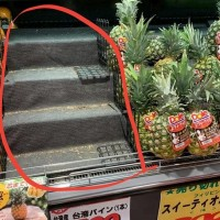 Japanese with 'Taiwan pineapple fever' empty store shelves