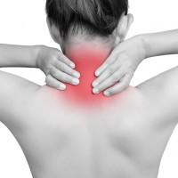 長期肩頸僵硬、腰痠背痛原來是「脊椎側彎」 醫師傳授3招有助自我矯正