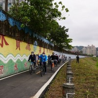 Newly completed bike path connects Bitan with Taipei Zoo