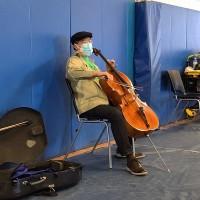 馬友友在美國麻州打第2劑武肺疫苗後即興演奏 網友大讚撫慰人心