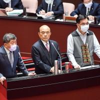 台灣行政院:經專家會議同意 行政院長蘇貞昌、願率先施打AZ疫苗