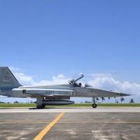 台灣兩架F5E擦撞墜海•空軍「天安特檢」: 首次停飛所有機種、戰備機除外
