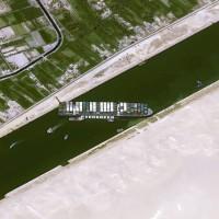 蘇伊士運河卡船癱瘓 俄國諷:北方海路寬到能讓船隻作畫
