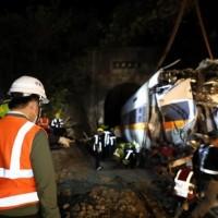 【太魯閣號事故】最嚴重第8車廂移出 林佳龍感謝搶救與工程團隊、70歲鋼索專家