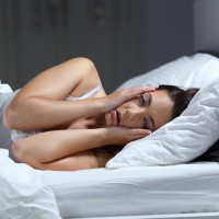 研究:高齡長者失眠比例增 恐提高失智風險 營養師公開5大類「助眠」營養素