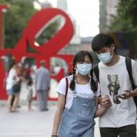 台灣4/10新增2例境外移入 近2萬5千人已接種AZ疫苗